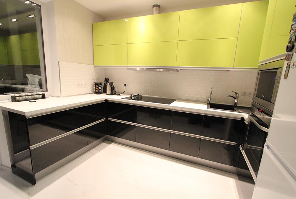 Угловые кухни без ручек фото